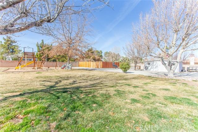 42411 27th W Street, Lancaster CA: http://media.crmls.org/mediascn/16e81054-e494-498e-9e1b-3f32538c5dca.jpg