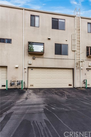 Townhouse for Sale at 18739 Hatteras Street Unit 55 18739 Hatteras Street Tarzana, California 91356 United States