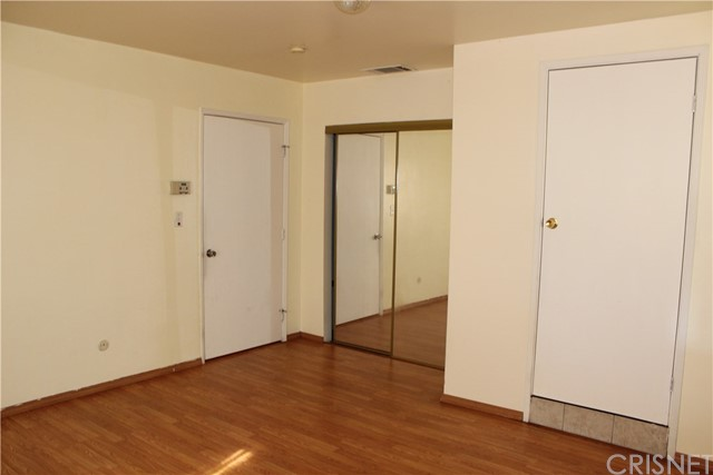 10502 White Oak Avenue, Granada Hills CA: http://media.crmls.org/mediascn/171a2b1c-bef5-4472-8aba-5f23eb40e6d4.jpg