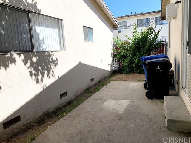 6907 Coldwater Canyon Avenue, North Hollywood CA: http://media.crmls.org/mediascn/1729bea2-eeb3-4895-b192-38d21f6b14ee.jpg