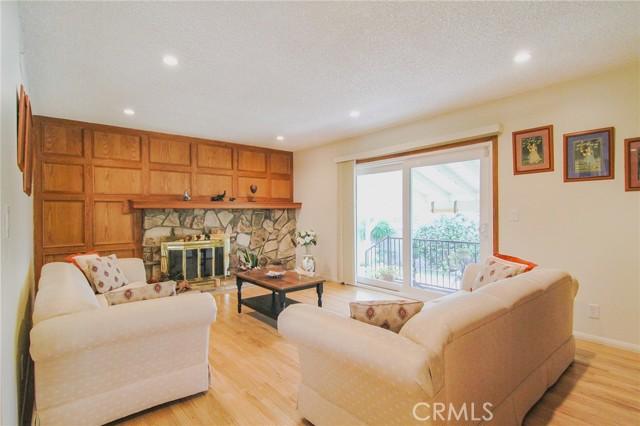 17234 Flanders Street, Granada Hills CA: http://media.crmls.org/mediascn/1767ec55-84e3-4fe2-9ee8-31eb40151872.jpg