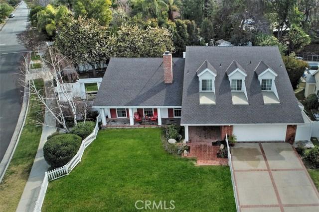 4838 Quedo Place, Woodland Hills CA: http://media.crmls.org/mediascn/17a3f7ce-1ec3-487d-9c32-397ff23c4618.jpg