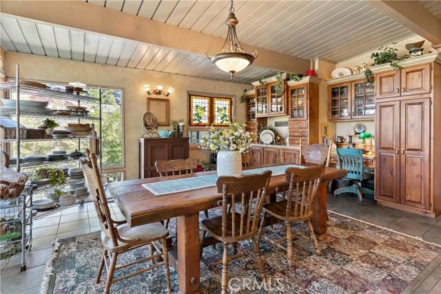 22133 Mulholland Drive, Woodland Hills CA: http://media.crmls.org/mediascn/17f2b44f-e4f6-4f53-bb04-39b75103ff14.jpg