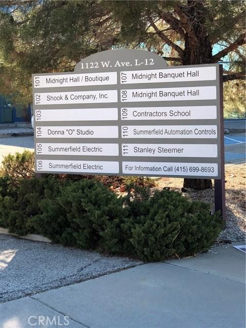 1122 W Avenue L12, Lancaster CA: http://media.crmls.org/mediascn/18343700-5c1e-45e9-9cd9-910c796de24e.jpg