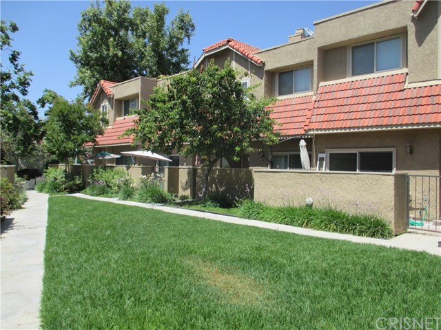 17942 River Circle, Canyon Country CA: http://media.crmls.org/mediascn/188e0cbf-bb84-4111-9f5c-969d44a35902.jpg