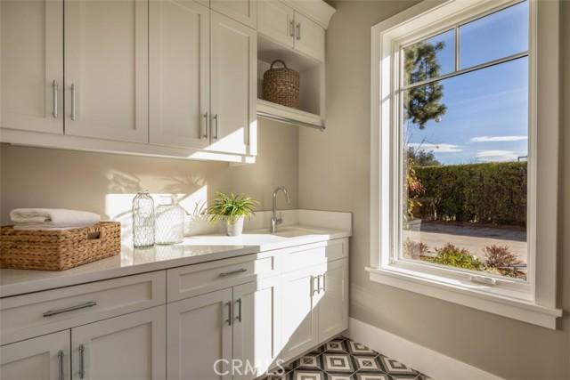 4200 Mesa Vista Drive, La Canada Flintridge CA: http://media.crmls.org/mediascn/18a24f0f-bd74-4bb5-a59d-63faf32a4009.jpg