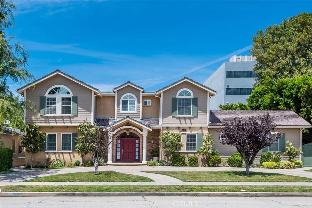 Photo of 15459 DICKENS STREET, Sherman Oaks, CA 91403