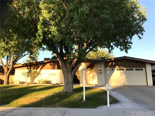 44116 Galion Avenue, Lancaster CA: http://media.crmls.org/mediascn/18d02a12-416f-48f7-a8c0-5ea68ea6a335.jpg