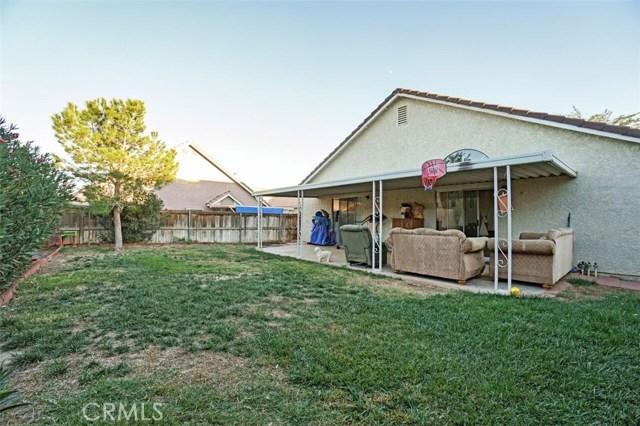 5139 Sunburst Drive, Palmdale CA: http://media.crmls.org/mediascn/194c2957-49fa-459a-8a6a-7bcba7d32874.jpg