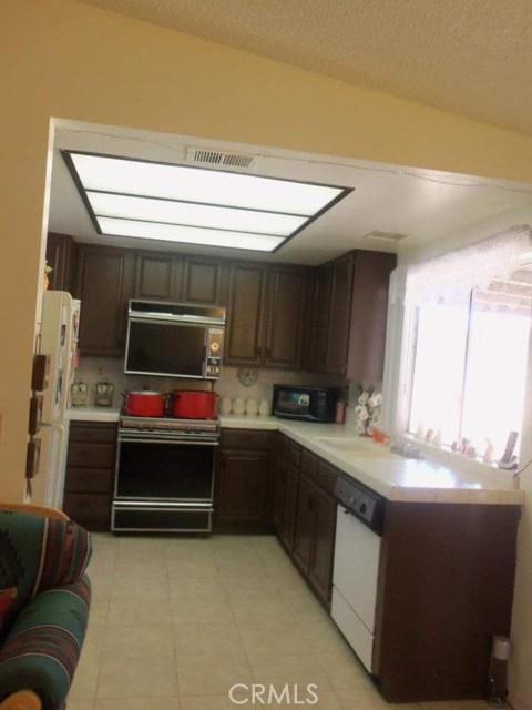 344 E Avenue J7, Lancaster CA: http://media.crmls.org/mediascn/1961930f-f923-43b4-8324-a896d0abdee0.jpg