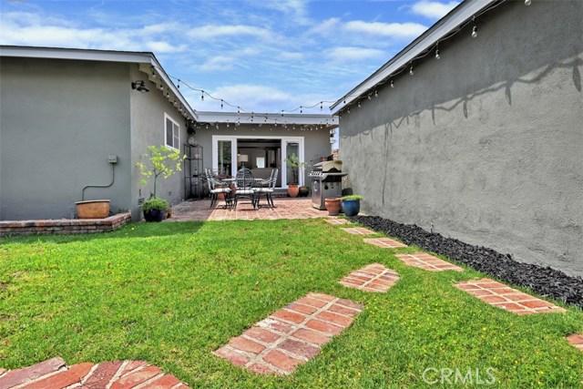 5320 Willis Avenue, Sherman Oaks CA: http://media.crmls.org/mediascn/196f63d9-1d5d-47ec-a47f-0f5faae6b147.jpg