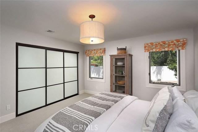 23404 Hatteras Street, Woodland Hills CA: http://media.crmls.org/mediascn/19f24af6-45e2-4fde-92ac-4be26fa9f15b.jpg