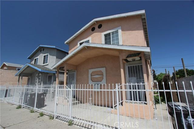 9912 S San Pedro Street, Los Angeles CA: http://media.crmls.org/mediascn/1a8ff8bd-ebaf-4eac-8067-9f4f1d4d1849.jpg