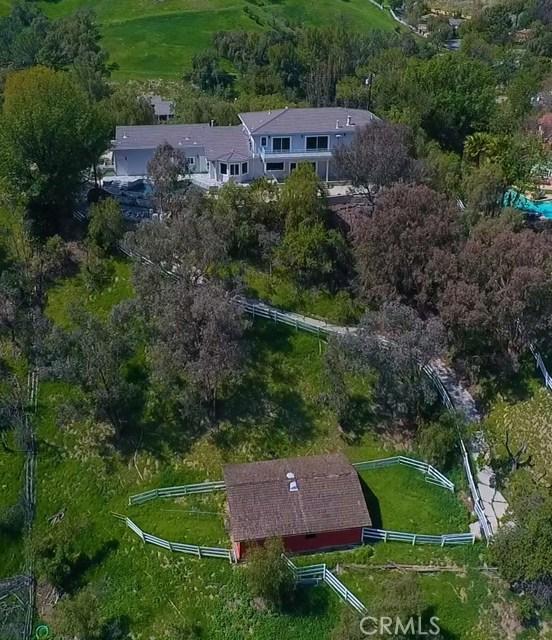 24833 Jacob Hamblin Road, Hidden Hills CA: http://media.crmls.org/mediascn/1a9463fd-d066-4d6f-9aa6-4b5aa073da34.jpg