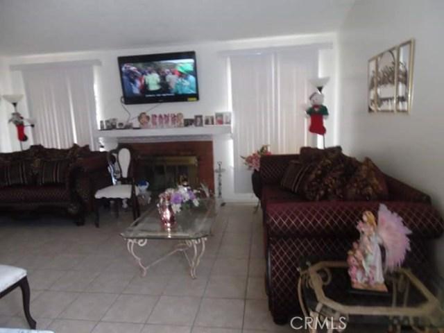 344 E Avenue J7, Lancaster CA: http://media.crmls.org/mediascn/1a9bf53f-65b3-4988-9160-373f3fe0ac91.jpg
