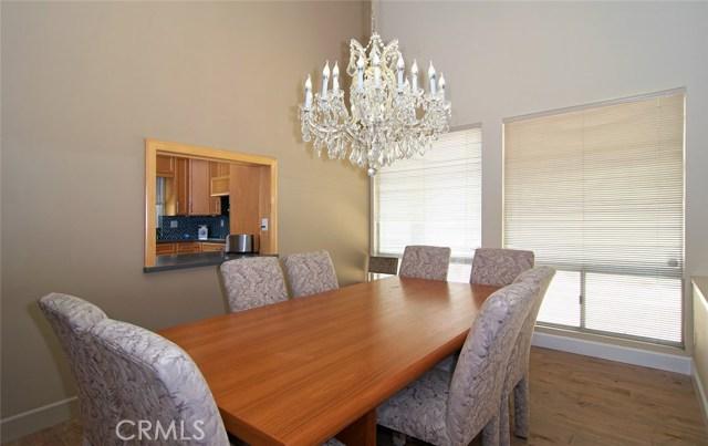 4419 Da Vinci Avenue, Woodland Hills CA: http://media.crmls.org/mediascn/1aca6554-322a-4e25-a938-6b51f2689340.jpg