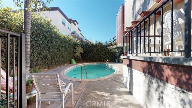 11912 Riverside Drive, Valley Village CA: http://media.crmls.org/mediascn/1adf78b6-fe97-48e9-bc95-61ebe73ec122.jpg