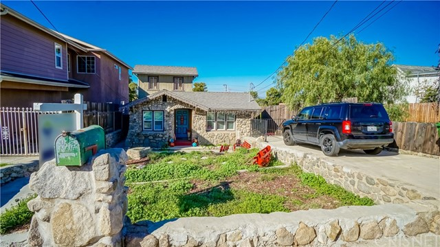 10329 Hillhaven Avenue Tujunga, CA 91042 is listed for sale as MLS Listing SR17020090