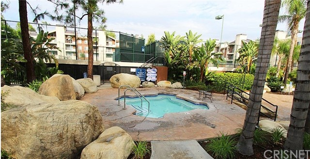 5535 Canoga Avenue, Woodland Hills CA: http://media.crmls.org/mediascn/1b5867f9-1b70-434b-a197-d80316bb9d54.jpg