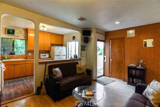 5805 Whitsett Avenue, Valley Village CA: http://media.crmls.org/mediascn/1bd66eef-63d5-4d51-8942-bf1ce9699772.jpg