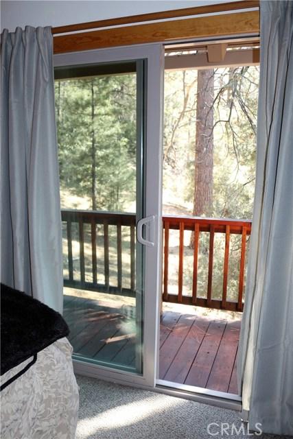 1420 Bernina Drive, Pine Mtn Club CA: http://media.crmls.org/mediascn/1c11c5ce-3687-4b94-92c8-48d1ab52725f.jpg