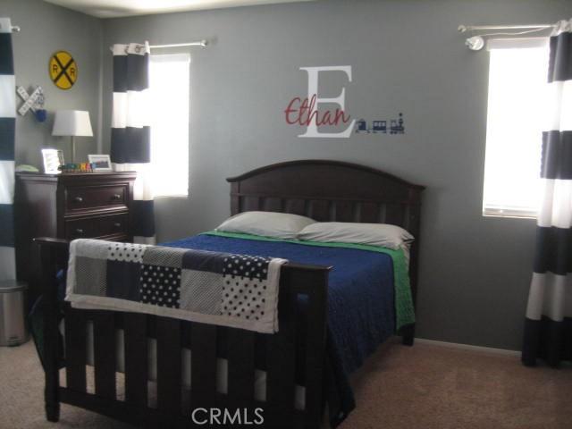 5800 W Avenue K14, Lancaster CA: http://media.crmls.org/mediascn/1c1d5e2e-95a5-4fe1-94fc-14d0eaf83bd8.jpg