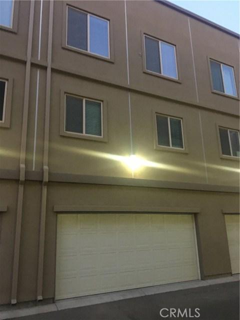 1300 R Street, Bakersfield CA: http://media.crmls.org/mediascn/1c404133-b1a7-4ef2-9462-a5c9ca0c23f5.jpg