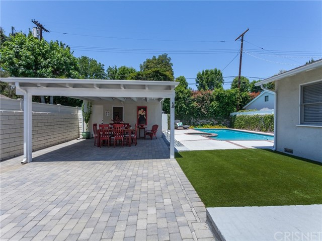 13207 Weddington Street, Sherman Oaks CA: http://media.crmls.org/mediascn/1c545e5d-8561-49ce-a0d1-3de8cd833b76.jpg