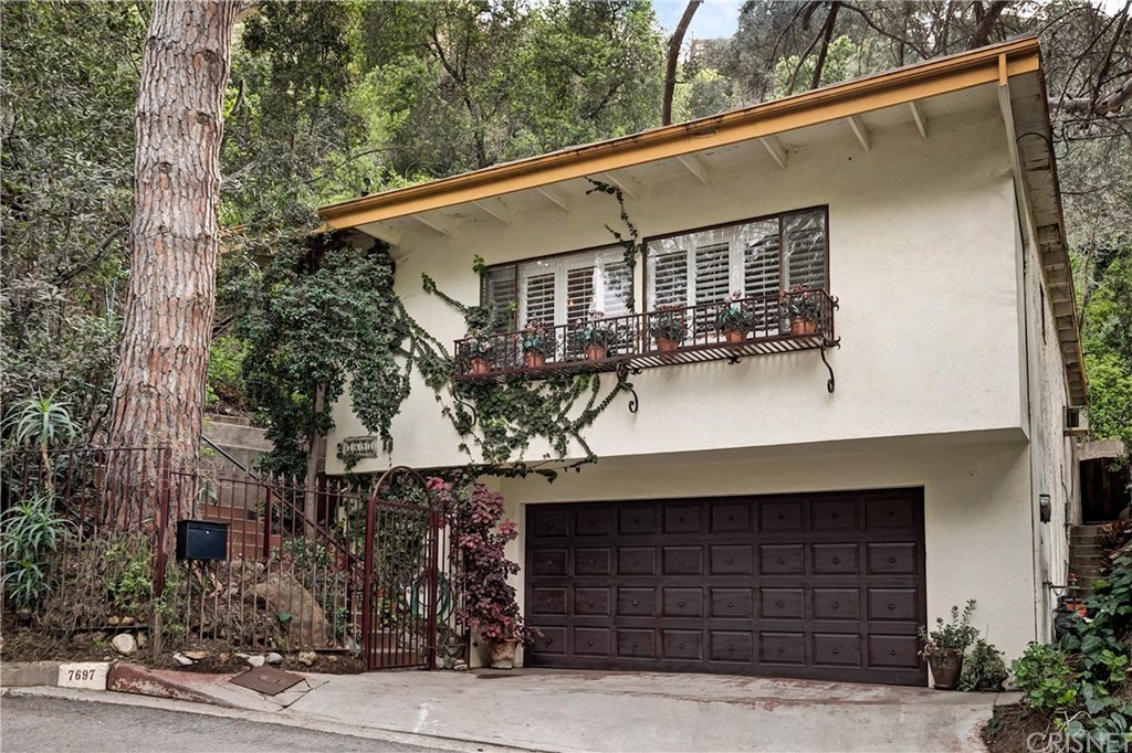 Photo of 7697 WILLOW GLEN ROAD, Los Angeles, CA 90046