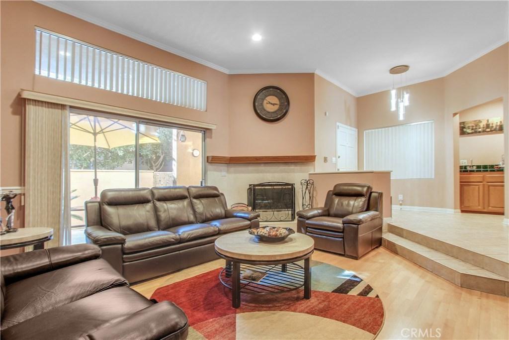 18730 Hatteras Street, 40, Tarzana, CA 91356