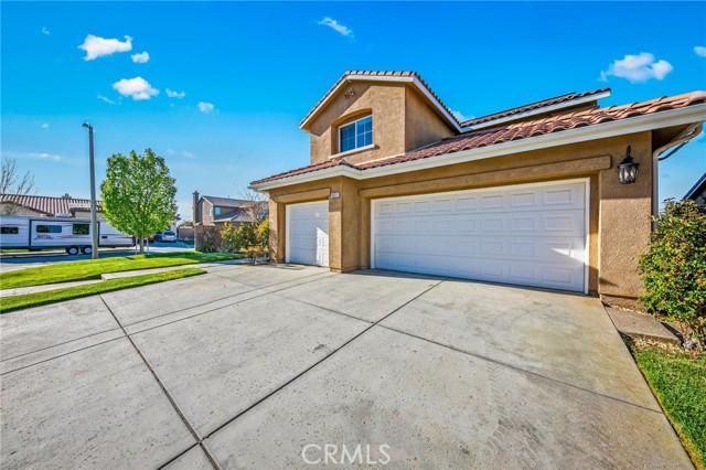 6551 La Sarra Drive, Lancaster CA: http://media.crmls.org/mediascn/1c9db139-989e-4108-a136-14a63e3cf229.jpg