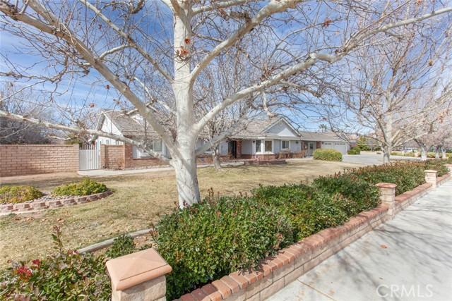42411 27th W Street, Lancaster CA: http://media.crmls.org/mediascn/1ceb8f4c-d58b-45f0-ab7c-9456698b063d.jpg