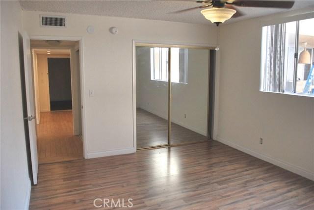 5429 Newcastle Avenue, Encino CA: http://media.crmls.org/mediascn/1d03c9a8-2266-4228-89d5-23d134342bcc.jpg