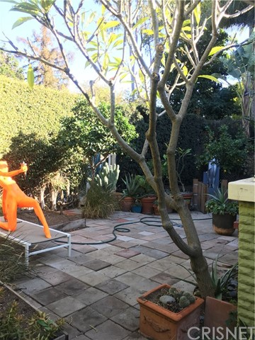 1253 N Orange Grove Avenue, West Hollywood CA: http://media.crmls.org/mediascn/1d8de34e-c4f0-4a10-ae91-4389758b3520.jpg