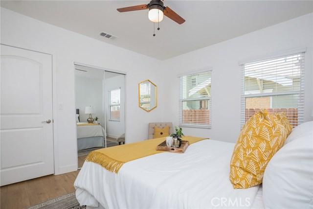 1731 W 41st Place, Park Hills Heights CA: http://media.crmls.org/mediascn/1daaf871-2a0d-4865-912e-e1e38a4b5997.jpg