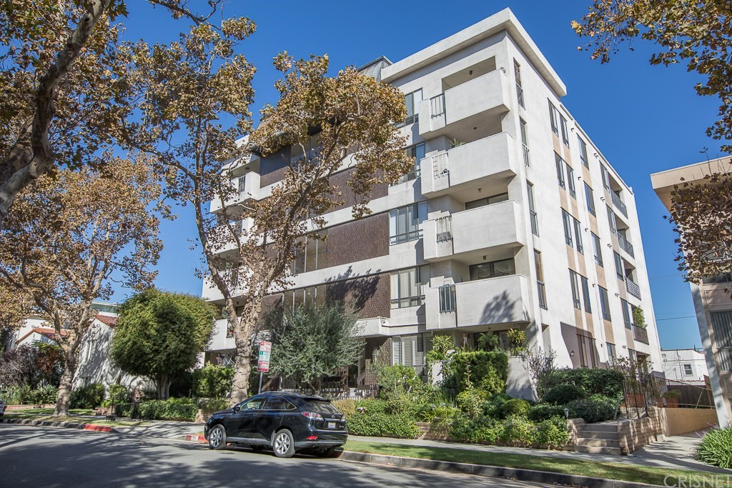 Photo of 150 North ALMONT Drive #103, Beverly Hills, CA 90211