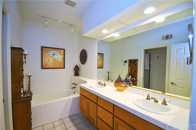 24440 Hampton Drive Unit B Valencia, CA 91355 - MLS #: SR18079622