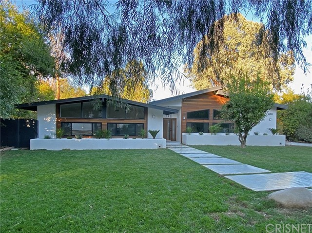 Photo of 23283 Erwin Street, Woodland Hills, CA 91367