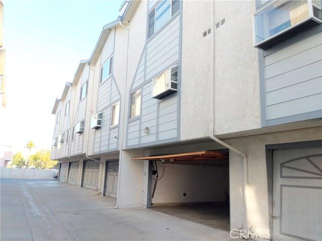9076 Willis Avenue, Panorama City CA: http://media.crmls.org/mediascn/1e2fa9f3-f4e9-40ed-a504-8efbe7b1b94a.jpg
