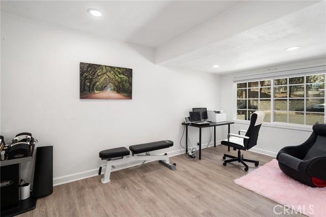20324 Reaza Place, Woodland Hills CA: http://media.crmls.org/mediascn/1f300eeb-4438-4e52-8c56-703807987238.jpg