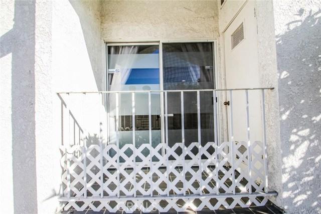 9076 Willis Avenue, Panorama City CA: http://media.crmls.org/mediascn/1f7af46a-390d-4542-8b9d-2e60d2c342c8.jpg
