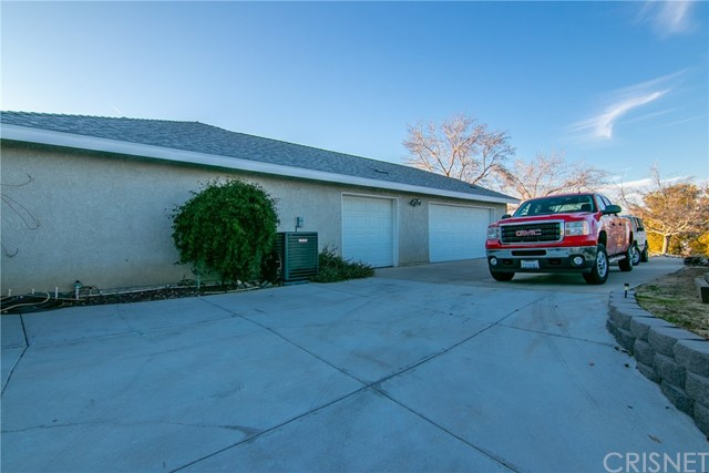 15648 Cypress Point Avenue, Llano CA: http://media.crmls.org/mediascn/1fa37db5-78e4-41e3-9122-1473ef591dd7.jpg