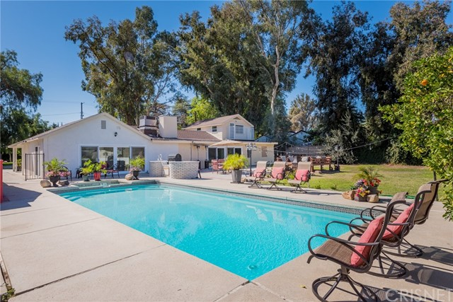 Single Family Home for Sale at 23041 Erwin Street 23041 Erwin Street Woodland Hills, California 91367 United States