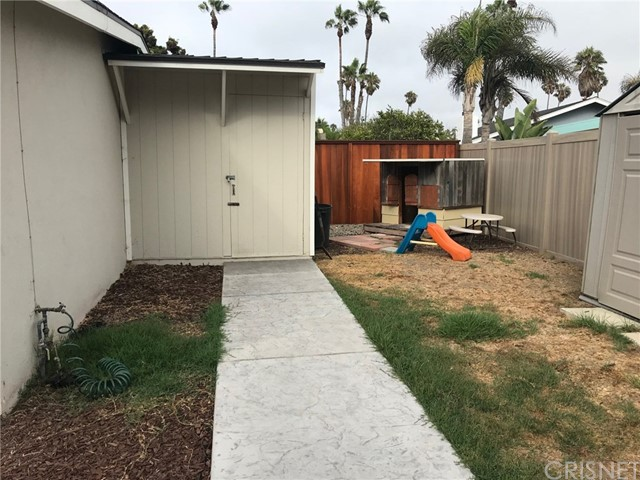 1238 1240 Devon Lane, Ventura CA: http://media.crmls.org/mediascn/1fddc753-4129-4c69-ad44-769d13dc31b5.jpg