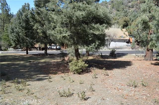 1917 Poplar Way, Pine Mtn Club CA: http://media.crmls.org/mediascn/1fe57b1a-533e-4b31-adb7-4aa57a18bb3c.jpg