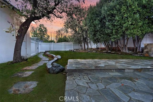 4838 Quedo Place, Woodland Hills CA: http://media.crmls.org/mediascn/1ff9f1e8-c815-40d6-9202-c8d792efe5ed.jpg