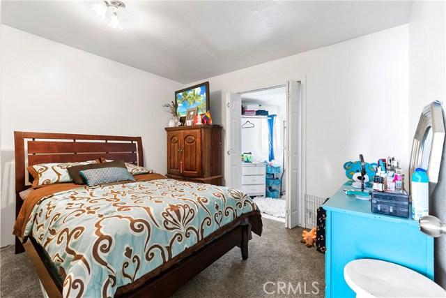 3391 Haven Street, Rosamond CA: http://media.crmls.org/mediascn/201e4687-e72a-405b-b2ea-1337190ee8a7.jpg