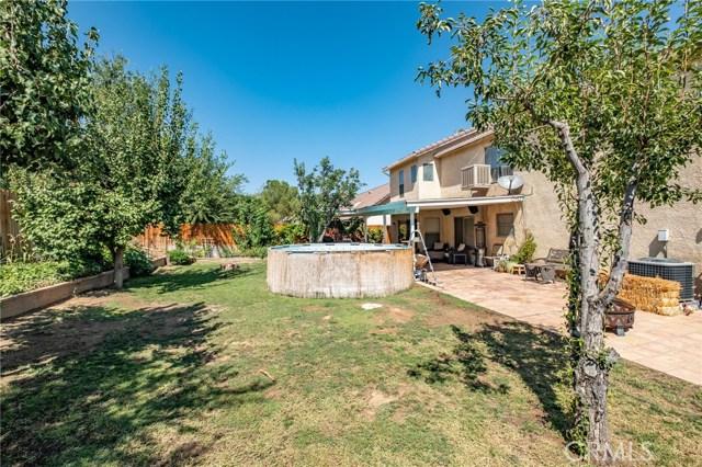564 Conifer Drive, Palmdale CA: http://media.crmls.org/mediascn/203e56f9-71b8-4689-b512-fe06b46bdabe.jpg