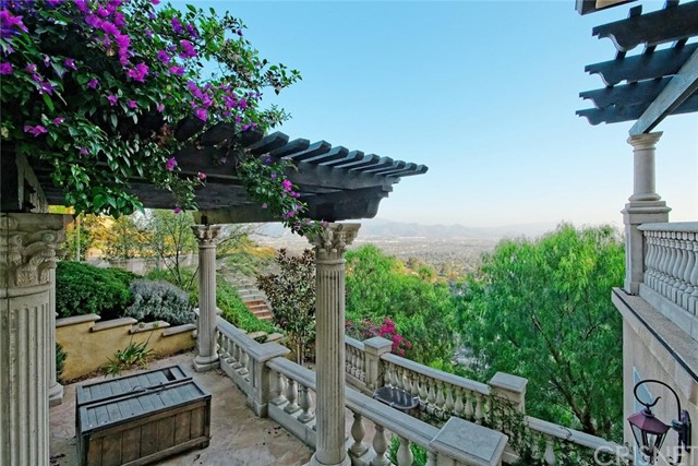 1175 San Clemente Way, Camarillo CA: http://media.crmls.org/mediascn/2054df45-59b5-4f3e-9f56-97839c28859f.jpg