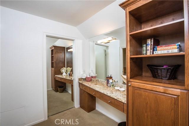 4486 Winnetka Avenue, Woodland Hills CA: http://media.crmls.org/mediascn/20591aa8-f98a-4fac-9f46-98ce1fc2f09b.jpg